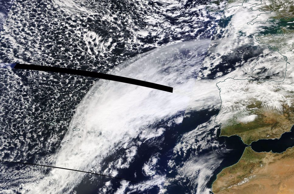 Jet-stream Cirrus from warp and weft of Atlantic air currents illustrate traditional forecast rules of thumb